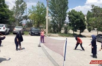 Kovid-19'dan bunalan Erzurumlu kadınlar badminton oynayarak stres attı