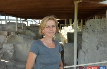 Arslantepe Höyüğü'nde kolye ve cam bilezikler bulundu