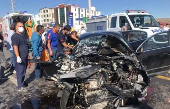 Bitlis'te minibüsle otomobil çarpıştı: 11 yaralı
