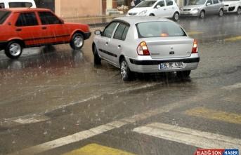 Kars ve Ardahan'da şiddetli sağanak hayatı olumsuz etkiledi