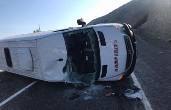 Bingöl'de tarım işçilerini taşıyan minibüs devrildi: 11 yaralı