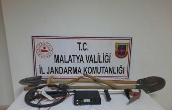 Malatya'da kaçak kazı yapan 5 şüpheli suçüstü yakalandı
