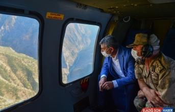 Tunceli Valisi Özkan, 2 kardeşin kaybolduğu Munzur Vadisi'ni havadan inceledi