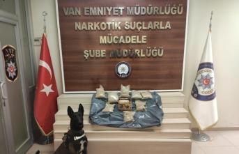 Van'da bal altına gizlenmiş 9 kilo 140 gram eroin bulundu