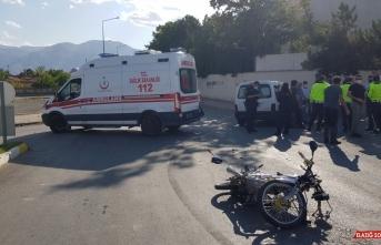 Erzincan'da kamyonetle çarpışan motosikletin sürücüsü ağır yaralandı