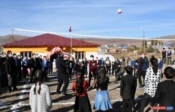 Erzurum'da hayırseverler tarafından yaptırılan ortaokul açıldı