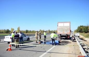 Iğdır'da kamyona çarpan motosikletin sürücüsü hayatını kaybetti