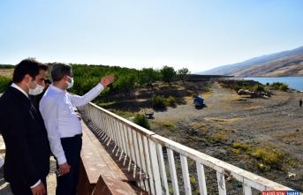 Malatya Valisi Baruş, depremden etkilenen Doğanyol ilçesinde incelemelerde bulundu: