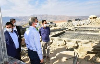 Malatya Valisi Baruş depremden etkilenen Pütürge ilçesinde incelemelerde bulundu: