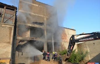 Muş'ta 4 katlı iş yerinde yangın