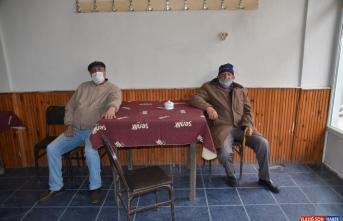 Sarıkamış'ta Kovid-19 tedbirleri kapsamında kapatılan çay ocakları açıldı