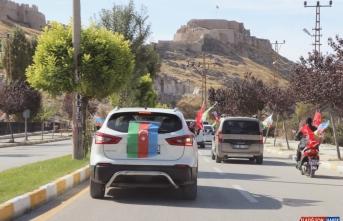 Van'da Azerbaycan'a destek için araç konvoyu oluşturuldu