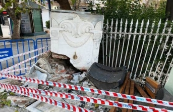 İstanbul'daki tarihi çeşme kazada zarar gördü