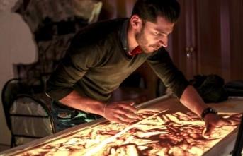 İdlibli sanatçı, Suriyeli sivillerin acılarını kum taneleriyle anlatıyor