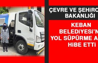 Çevre ve Şehircilik Bakanlığı, Keban Belediyesi'ne Yol Süpürme Aracı Hibe Etti