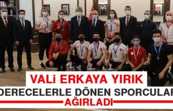 Vali Erkaya Yırık, Derecelerle Dönen Sporcuları Ağırladı