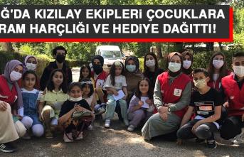 Elazığ'da Kızılay Ekipleri Çocuklara Bayram Harçlığı ve Hediye Dağıttı