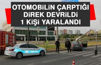 Otomobilin Çarptığı Direk Devrildi!