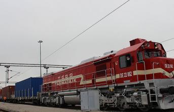 Bakü-Tiflis-Kars Demir Yolu'ndan1 Milyon Ton Yük Taşındı