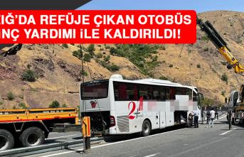 Refüje Çıkan Otobüs 2 Vinç Yardımı İle Kaldırıldı