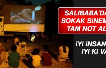 Salıbaba Mahallesi'ndeki Çocuklar Sokak Sinemasının Keyfini Çıkardı
