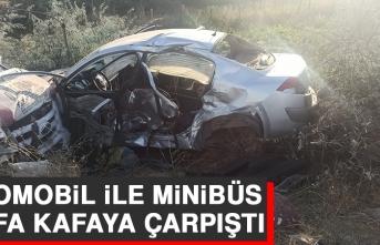 Otomobil İle Minibüs Kafa Kafaya Çarpıştı
