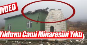 Cami'ye Düşen Yıldırım Minareyi Yıktı