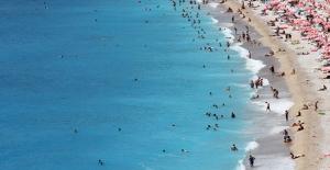 Antalya'ya Yılın İlk 5 Ayında 2 Milyondan Fazla Turist Geldi