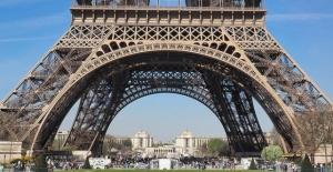 Grev Eyfel Kulesi'ni Ziyarete Kapattırdı
