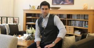 Oyuncu Çağlar Ertuğrul, İzmir'e Taşınarak Sebze-Meyve Yetiştirmeye Başladı