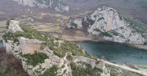 Samsun'da 2 Bin 300 Yıllık Kaya Mezarları Yoğun İlgi Görüyor