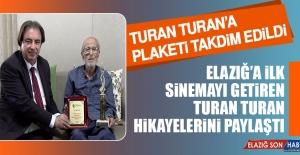 Turan Turan'a Plaketi Takdim Edildi