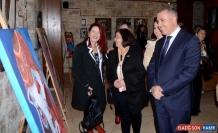 Kuşadası'nda 16 kadın ressamın eserlerinin yer aldığı sergi açıldı