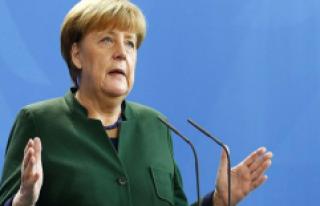 Referandum Sonrası Merkel'den Türkiye'ye...