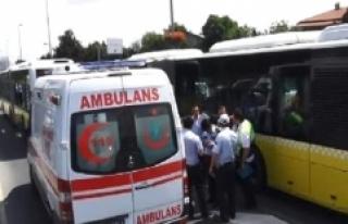 Son Dakika! İstanbul'da Metrobüs Bariyerlere...