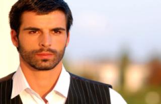 Oyuncu Mehmet Akif Alakurt Veda Notu Bırakarak Hesaplarını...