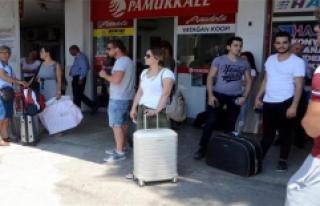 Tatilciler Oy Kullanmak İçin Dönüyor