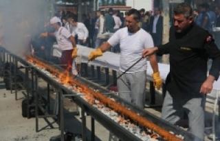 Çorum'da 19 metre uzunluğundaki Adana kebabı...