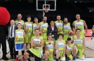 Diyabetli gençler ve çocuklar ünlü isimlerle basketbol...