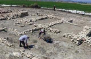Hacılar Büyük Höyük kazılarıyla 5 bin yıllık...