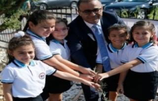 İzmir'de yeni eğitim öğretim yılı zeytin...