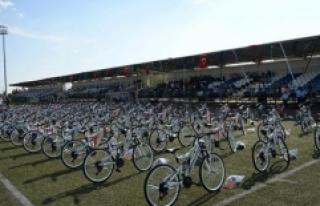 Kilis'te okula başlayan 110 çocuğa bisiklet...