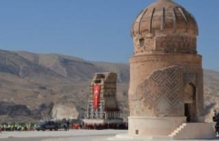 Tarihi Zaviyenin Minaresi de Yeni Yerine Taşındı