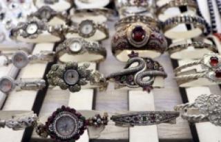 Taşhan Çarşısı nostaljik yapısıyla ekonomik...