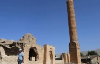 611 yıllık Süleyman Han Camii'nin minaresi...