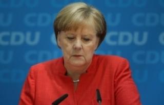 Merkel Partisindeki Başkanlık Görevini Bırakacağını...