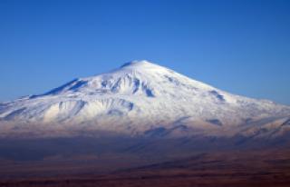 """""""Türkiye'nin çatısı"""" Ağrı Dağı..."""