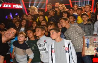 Acun Ilıcalı, Köy Şartlarıyla O Ses Türkiye'yi...