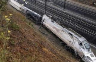 İspanya'da Tren Raydan Çıktı: 1 Ölü, 10...