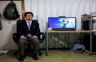 Japonya'da Bir Adam, Hologram Sevgilisiyle Düğün...
